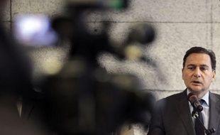 Le dispositif permettant de faire bénéficier automatiquement des tarifs sociaux du gaz et de l'électricité tous les ménages qui y sont éligibles, est bien applicable depuis le 1er janvier 2012, même en l'absence de décret, a annoncé vendredi le ministre de l'Energie Eric Besson.
