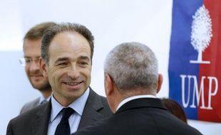 Deux jours après le meeting réussi du Bourget de François Hollande, la stratégie d'attaques ad hominem contre le candidat socialiste a suscité critiques et doutes dans les rangs de l'UMP, qui a tenté de remobiliser ses troupes.