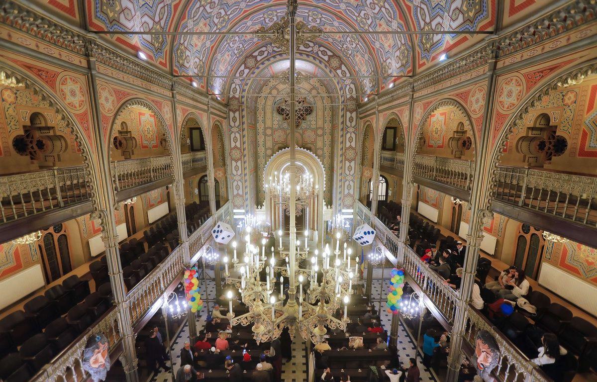 Une synagogue américaine a invité des réfugiés musulmans pour la Pâques juive – Vadim Ghirda/AP/SIPA