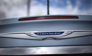 Le groupe automobile italien Fiat a annoncé mardi avoir achevé le rachat auprès du fonds américain Veba de sa part dans le constructeur américain Chrysler, qui devient ainsi sa filiale à 100%.
