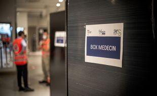 A Villeneuve-La-Garenne, au centre de vaccination du centre commercial QWARTZ, le 02 juillet 2021. Centre de vaccination sans-rendez : Operation speciale a ainsi ete montee au sein du centre commercial QWARTZ, avec le partenariat notamment de la Croix Rouge Francaise.