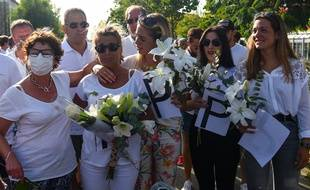 Veronique Monguillot, l'épouse du chauffeur agressé, lors de la marche à Bayonne, le 8 juillet 2020.