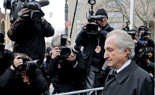 Bernard Madoff n'a jamais investi les sommes qui lui étaient confiées. Il rémunérait les nouveaux clients avec les fonds des anciens.