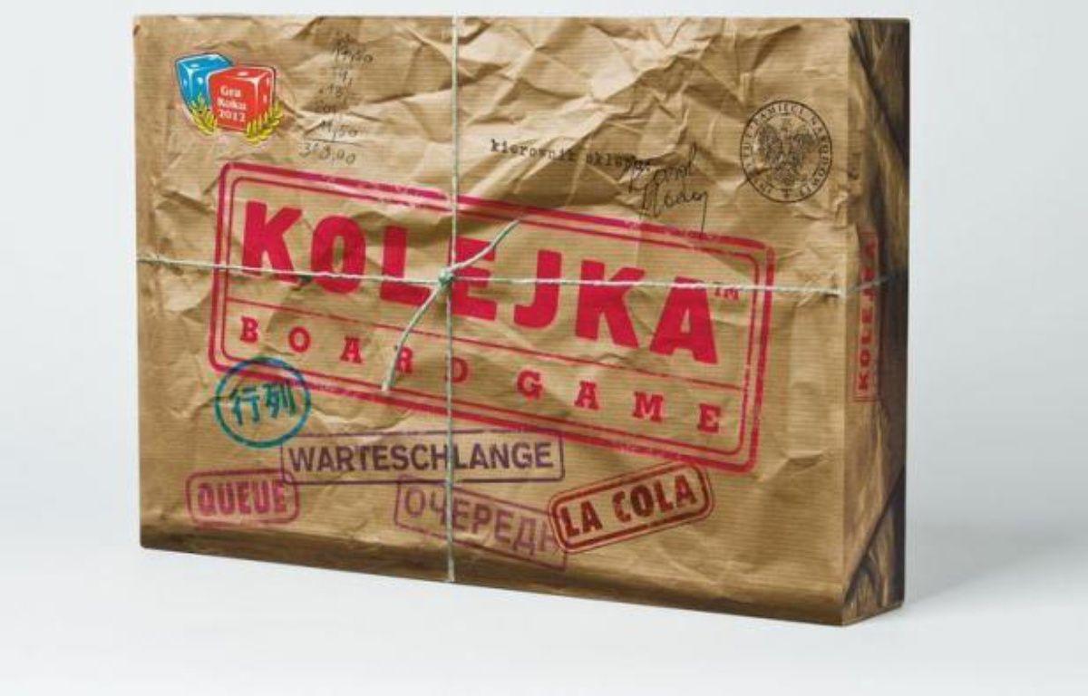 Vous êtes-vous jamais demandé comment on pouvait intriguer ou faire la queue pendant des heures pour acheter du beurre ou du papier toilette dans la Pologne communiste? L'expérience devient possible grâce à un jeu, Kolejka (La queue), qui devient multilingue pour conquérir le monde après son succès en Pologne. – Katarzyna Holopiak afp.com
