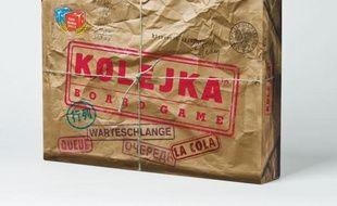 Vous êtes-vous jamais demandé comment on pouvait intriguer ou faire la queue pendant des heures pour acheter du beurre ou du papier toilette dans la Pologne communiste? L'expérience devient possible grâce à un jeu, Kolejka (La queue), qui devient multilingue pour conquérir le monde après son succès en Pologne.
