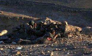 Des peshmergas prennent position à Makhmur (280 km au nord de Bagdad), lors d'affrontements avec des jihadistes de l'EI, le 9 août 2014