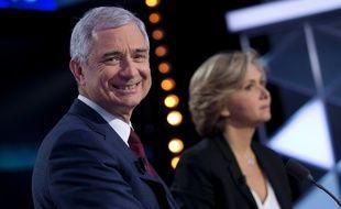 Claude Bartolone et Valerie Pecresse lors d'un débat le 9 décembre 2015 diffusé sur ITélé et  Europe 1. AFP PHOTO / KENZO TRIBOUILLARD.