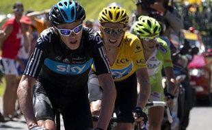 Christopher Froome devant Bradley Wiggins et Vincenzo Nibali, le 17 juillet 2012, sur le Tour de France.