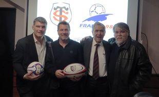 Fabien Pelous, Pascal Olmeta, René Bouscatel et Jérôme Ducros lors de la présentation du match Stade Toulouse - France 98, jeudi au stade Ernest-Wallon de Toulouse.