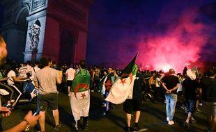 Après la victoire de l'équipe d'Algérie en demi-finale de la CAN, des supporters se sont réunis sur les Champs-Elysées.