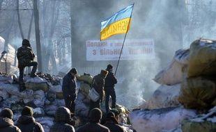 Le président ukrainien Viktor Ianoukovitch, doit reprendre le travail lundi à l'issue d'une courte maladie, face à une opposition ragaillardie par le soutien de l'Occident et alors qu'aucune solution de la plus longue crise traversée par son pays n'est en vue.