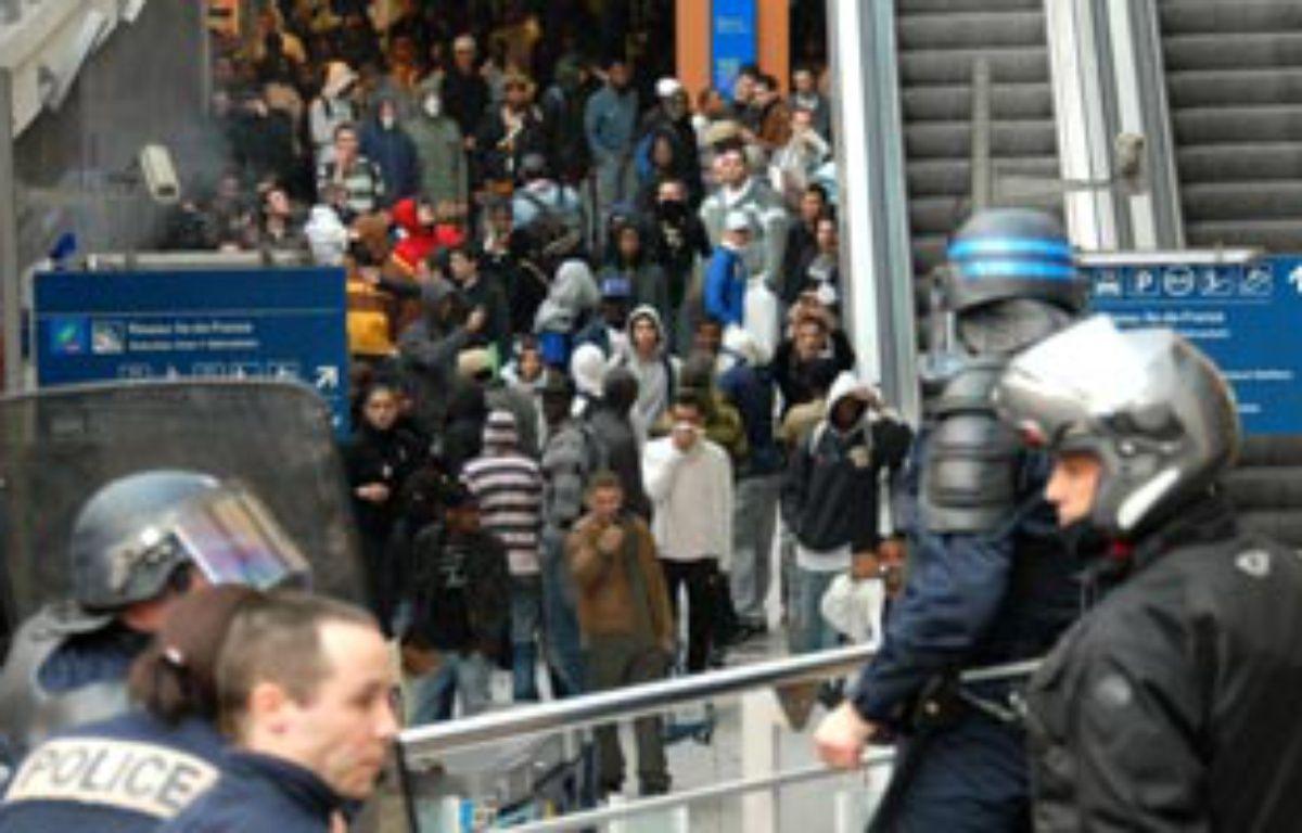 Emeutes à la gare du Nord le mardi 27 mars 2007, entre policiers et plusieurs centaines de jeunes après un contrôle de ticket qui a dégénéré. – S. Ortola / 20Minutes