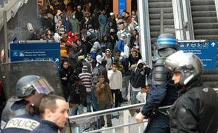 Emeutes à la gare du Nord le mardi 27 mars 2007, entre policiers et plusieurs centaines de jeunes après un contrôle de ticket qui a dégénéré.