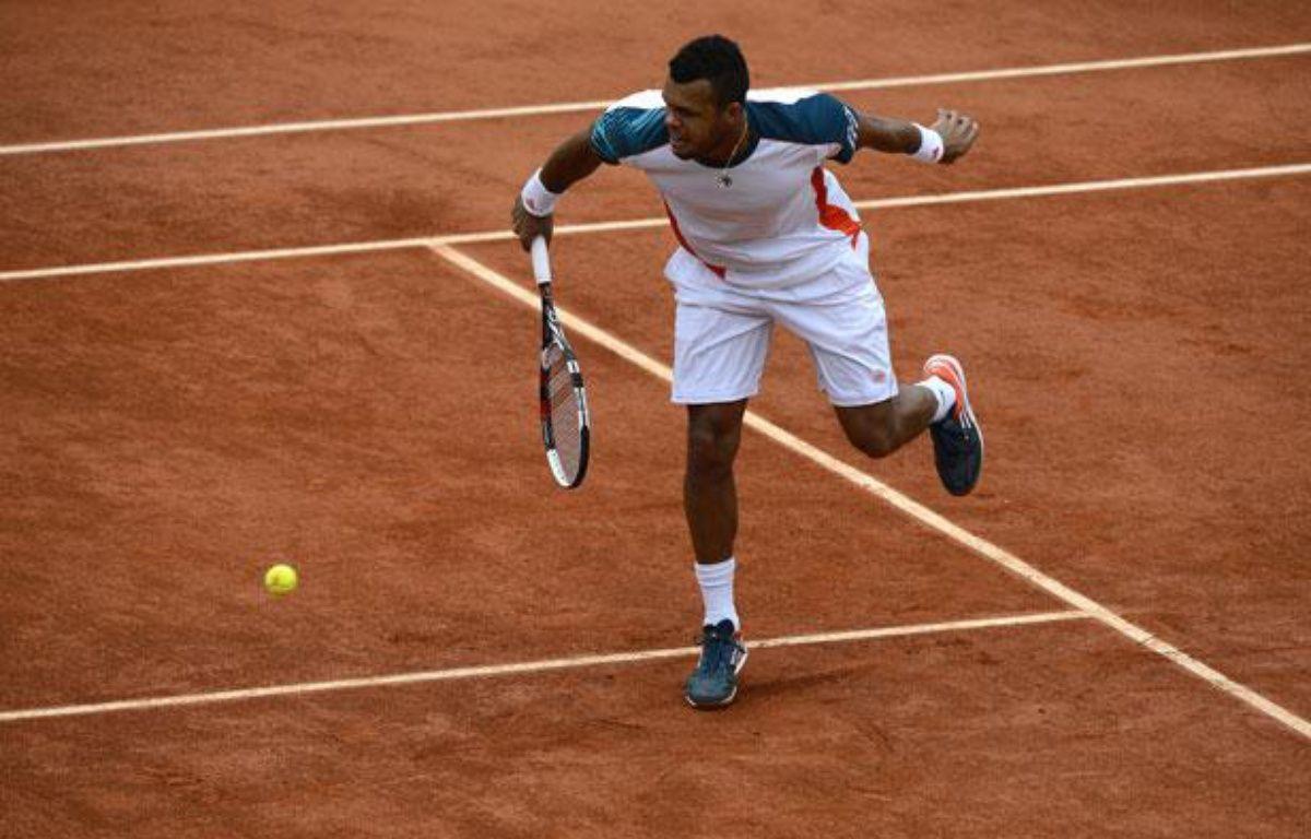 Le Français Jo-Wilfried Tsonga, le 4 juin 2012, contre Stan Wawrinka, àRoland-Garros. – PASCAL GUYOT / AFP