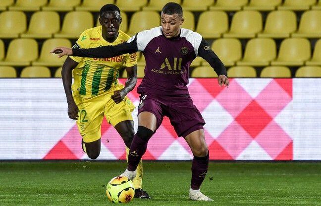 Buteur contre Nantes, Mbappé s'est tenu la cuisse avant d'être remplacé prématurément.