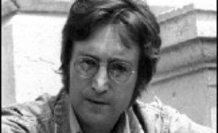 Un livre d'exercices scolaires contenant des pensées, dessins et poèmes du musicien de légende John Lennon a atteint 126.500 livres (227.000 dollars, 183.000 euros) à une vente aux enchères mercredi à Londres, au musée de cire de Madame Tussaud's.