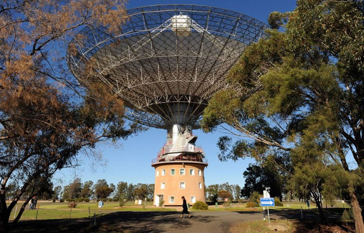 Le radiotéléscope de Parkes, en Australie, qui a capté ce flash d'ondes radio.. – TORSTEN BLACKWOOD / AFP
