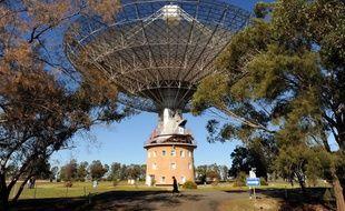 Le radiotéléscope de Parkes, en Australie, qui a capté ce flash d'ondes radio..