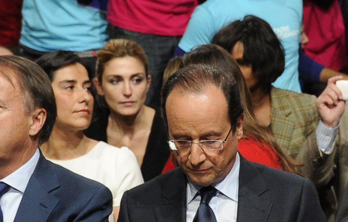 De nouvelles photos volées du couple Hollande-Gayet ont été dévoilées  – LCHAM/SIPA