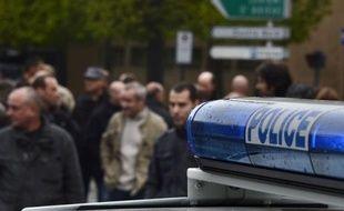 """Une centaine de policiers en civil et hors service ont de nouveau manifesté vendredi à Paris en soutien à leur collègue de Seine-Saint-Denis mis en examen pour homicide volontaire, mais aussi pour exprimer leur """"ras-le-bol"""", a constaté un journaliste de l'AFP."""