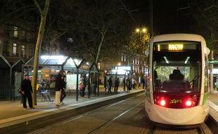 Nantes, le 8 mars 2016, la station de tramway Commerce la nuit
