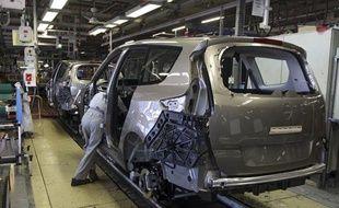 Chaine d'assemblage d'automobiles dans une usine Renault à Douai.
