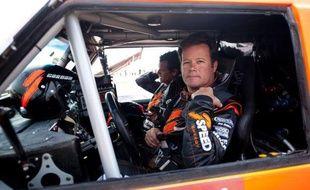 """Le pilote américain Robby Gordon, exclu de l'édition 2012 du rallye-raid Dakar en Amérique latine pour """"non conformité technique"""" de son puissant Hummer, prendra le départ le 5 janvier à Lima de la 34e édition, a annoncé mercredi A.S.O (Amaury Sport Organisation)."""