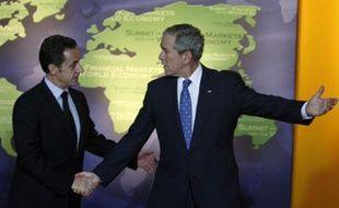 Nicolas Sarkozy et George W. Bush au Sommet du G20 le 15 novembre 2008 à Washington.