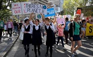 Des écoliers du Pacifique et d'Australie ont donné ce vendredi le coup d'envoi d'une journée de manifestations mondiales pour appeler à l'action contre le réchauffement climatique.