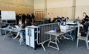 Les équipes de l'étude Coverage se sont installées dans un gymnase à Bordeaux.