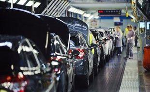 Les immatriculations de voitures neuves en France ont reculé en avril de 1,6%, limitant la casse par rapport aux mois précédents (-23,5% en mars), selon des chiffres publiés mercredi par le Comité des constructeurs français d'automobiles (CCFA).