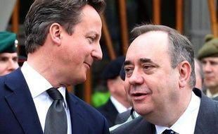 Le Premier ministre écossais Alex Salmond a accusé lundi, dans une lettre, le Premier ministre britannique conservateur David Cameron de ruiner les intérêts écossais en s'étant s'opposé à un changement de traité à Bruxelles.