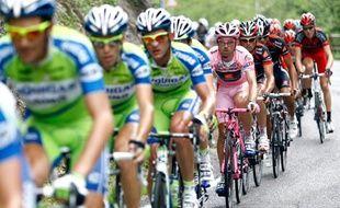 Les coureurs du Tour d'Italie, lors de la 19e étape, le 28 mai 2010.