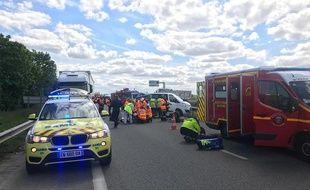 Intervention du SAMU et des sapeurs-pompiers de la Haute-Garonne lors d'un accident sur l'A64 le 29 avril 2019.