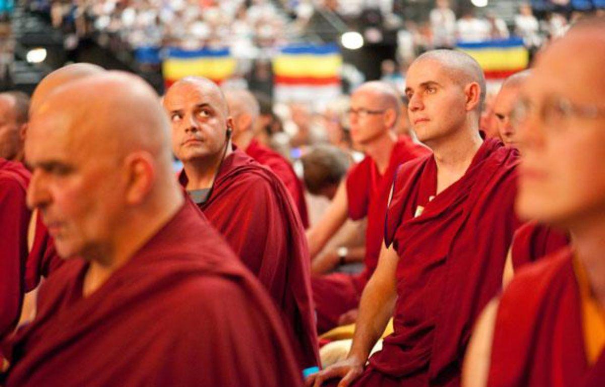 Des bouddhistes français lors de la conférence du Dalai Lama, au Zénith de  Toulouse, le 15 août 2011. – LANCELOT FREDERIC/SIPA