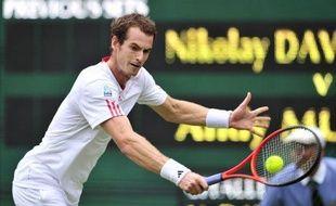 Rafael Nadal et Andy Murray ont franchi tous les deux sans perdre un set le premier tour de Wimbledon mardi, mais le Britannique a laissé une bien meilleure impression que l'Espagnol, peut-être parce que son jeu s'adapte plus naturellement au gazon.