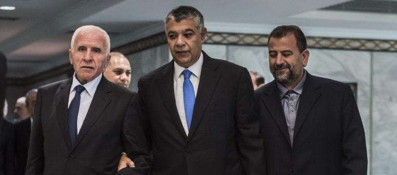 Khaled Fawzi, chef des Renseignements égyptiens, aux côtés d'Azzam al-Ahmad du Fatah et Saleh al-Aruri du Hamas