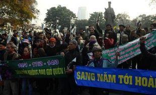 Des militants vietnamiens ont scandé des slogans anti-chinois dimanche lors d'un rassemblement à l'occasion du 40e anniversaire de l'invasion chinoise des Paracels, îles contestées en mer de Chine méridionale.