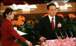 La Chine devrait connaître, cette année encore, une croissance économique soutenue, mais le Premier ministre Wen Jiabao a insisté lundi sur la nécessité de résorber les disparités sociales, à l'ouverture de la session parlementaire annuelle.