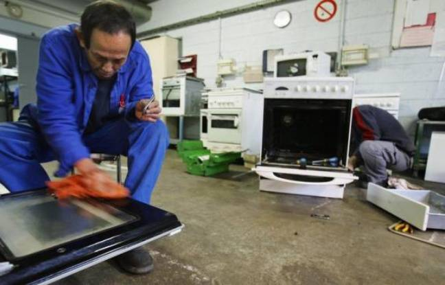 Le recyclage de vieux réfrigérateurs, gazinières, ordinateurs et autres équipements électriques et électroniques (DEEE) a permis d'économiser près de 298.000 barils de pétrole brut l'an dernier, a annoncé vendredi l'éco-organisme Eco-systèmes chargé de la gestion de ces déchets.