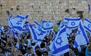 Des dizaines de milliers d'Israéliens ont marché le 13 mai 2018 à Jérusalem, pour l'anniversaire de la prise de Jérusalem-Est par l'armée israélienne en 1967.