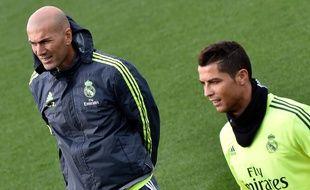 Zinédine Zidane et Cristiano Ronaldo lors d'un entraînement du Real Madrid, le 8 janvier 2016.