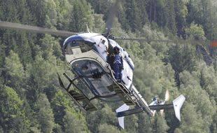 Un helicoptère a survolé ce matin les vignes de Ségonzac en Charente pour empêcher l'air froid de s'installer. Illustration.