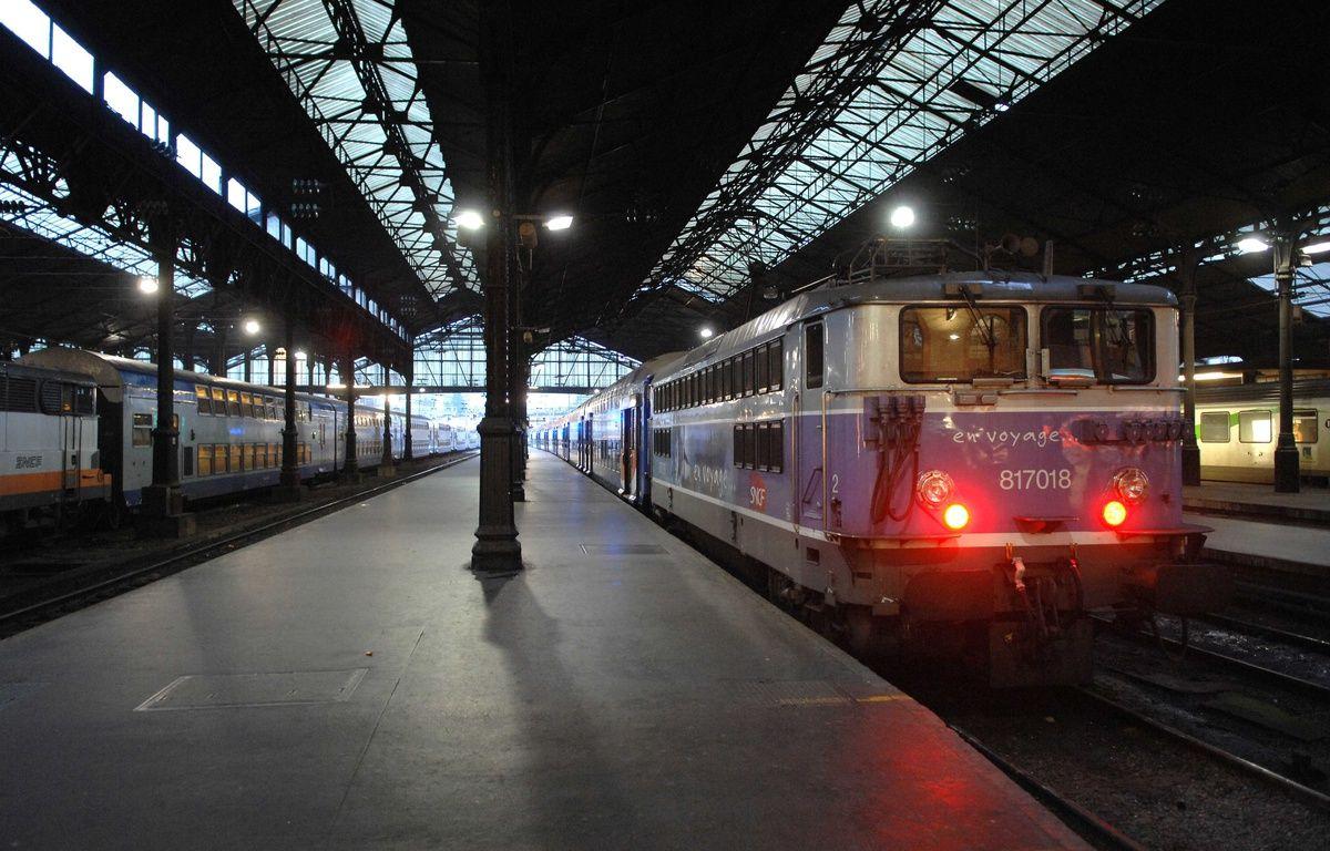 La gare Saint-Lazare à Paris – CHAMUSSY/SIPA