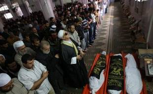 Un combattant palestinien a été tué et un autre sérieusement blessé dimanche après-midi à Gaza quelques heure après le rétablissement d'une trêve fragile entre les factions palestiniennes et Israël.