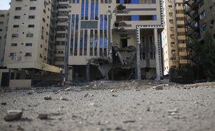 Le siège du Hamas, à Gaza, frappé par Israël, le 16 juillet 2014.