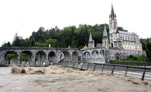 Le Gave de Pau en crue  à Lourdes (illustration).