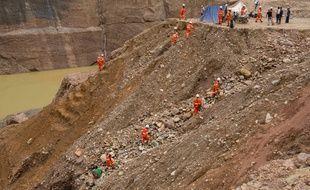Un précédent glissement de terrain dans une mine de jade avait fait 23 morts, le 24 juillet 2018, dans le nord de Myanmar, en Birmanie.