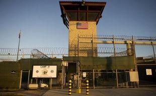 Le Pakistanais Majid Khan, considéré comme un acolyte du cerveau présumé du 11-Septembre, a plaidé coupable mercredi devant un tribunal militaire à Guantanamo, ce qui pourrait accélérer les procès des détenus de la base jusqu'ici au point mort.