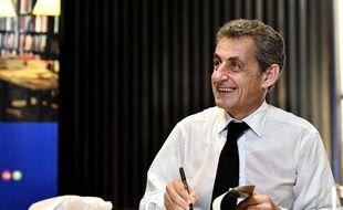 Nicolas Sarkozy lors d'une dédicace.